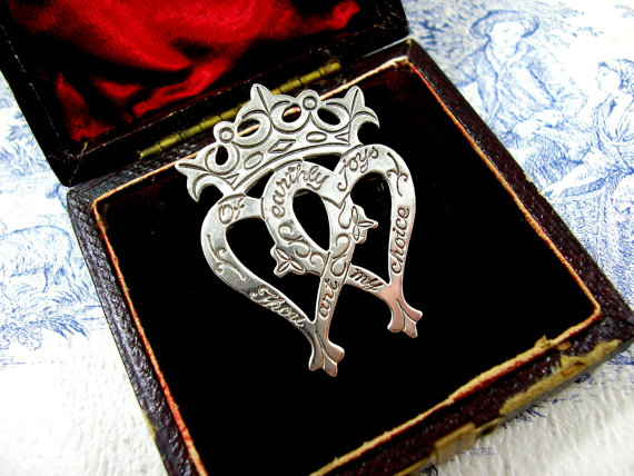 luckenbooth-brooch-scottish-wedding-tradition