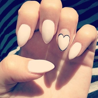 almond-shaped-nails-wedding
