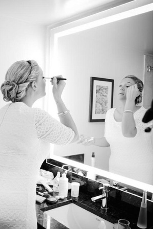 getting-ready-photo-natalie-and-meagan-seattle-wedding