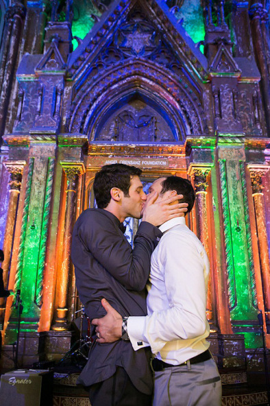 Best Wedding Day Kisses | Traditionally Modern New York City Wedding | Photography by Drew Newman Photographers
