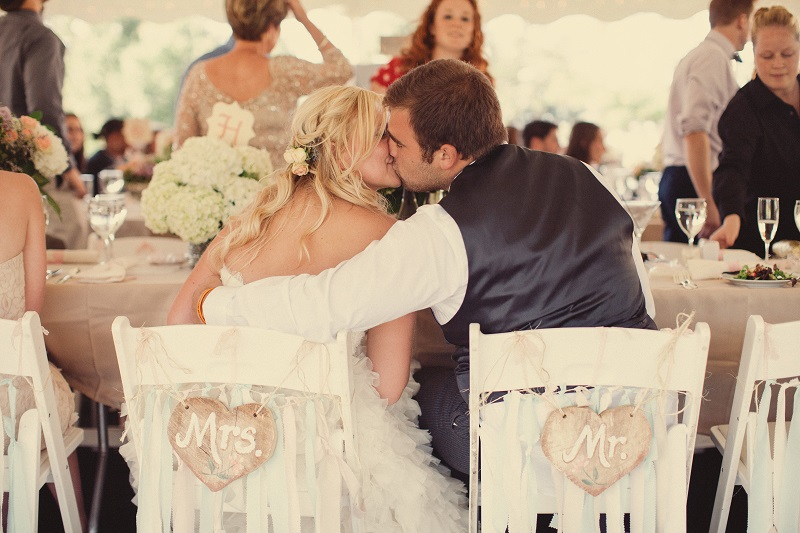 Best Wedding Day Kisses | Shabby Chic Wedding | Photography by Todd McCarty