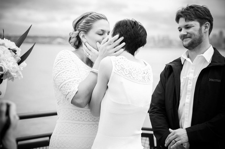 Best Wedding Day Kisses | Intimate Seattle Ferry Ceremony | Photography by Molly Landreth