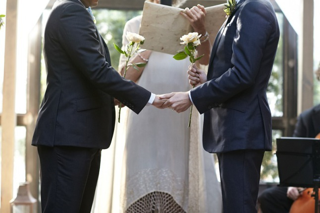 rose-giving-ceremony-wedding-photography
