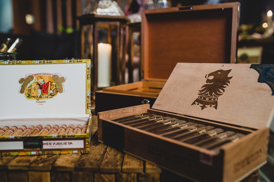8 Cigar Bar Stations to Channel Mary-Kate Olsen\'s \