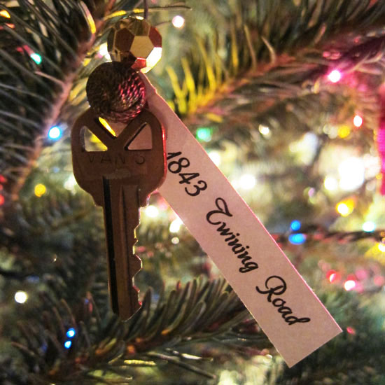 new-home-key-ornament