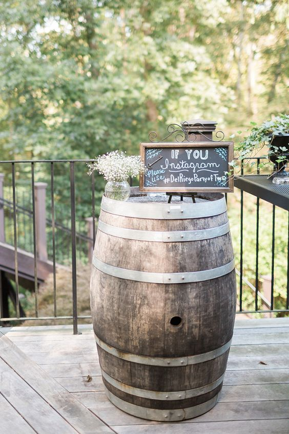 rustic-social-media-signage-wedding