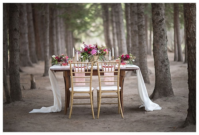 rustic-mountain-tablescape-chloe-buie-photography