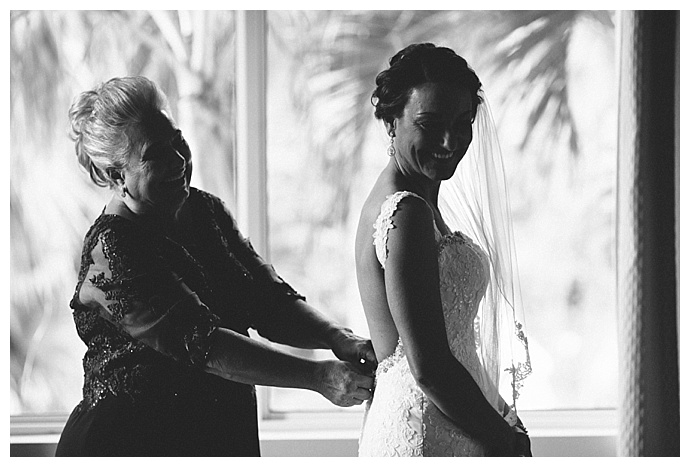 mother-daughter-getting-ready-photo-wedding-todd-good-photography