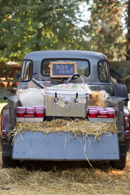 263005_handcrafted-barn-wedding-beer-station