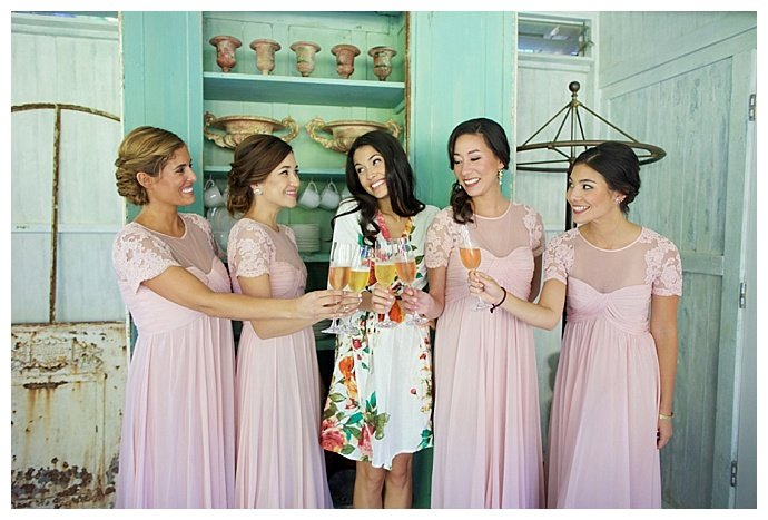 bridesmaids-champagne-toast-getting-ready