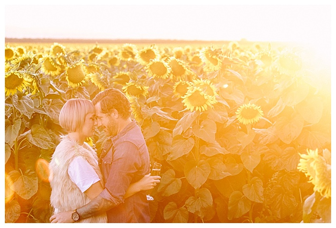 r-and-e-photography-sunflower-field-engagement-photography