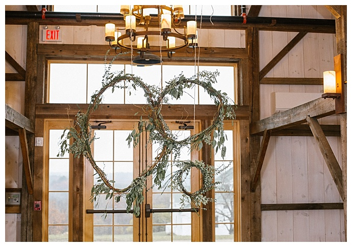 hanging-greenery-rings-altar-installation-tiffany-chapman-photography