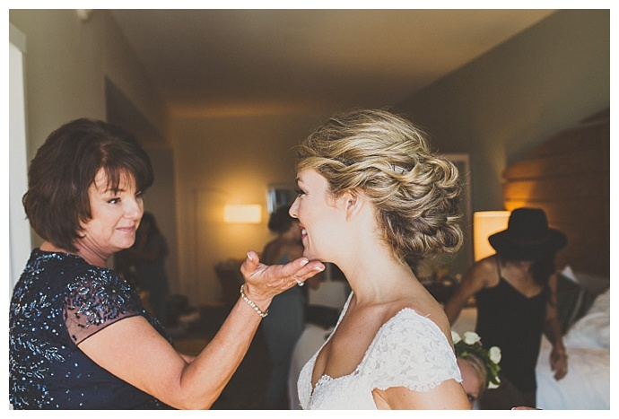 ryan-horban-photography-mother-daughter-getting-ready