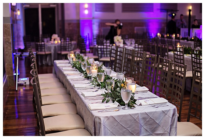 purple-tablescape-with-greenery-garland-kristen-weaver-photography