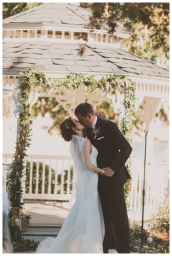 stacy-paul-photography-greenery-ceremony-altar