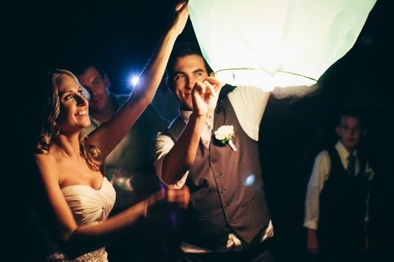wedding-sky-lantern-sendoff