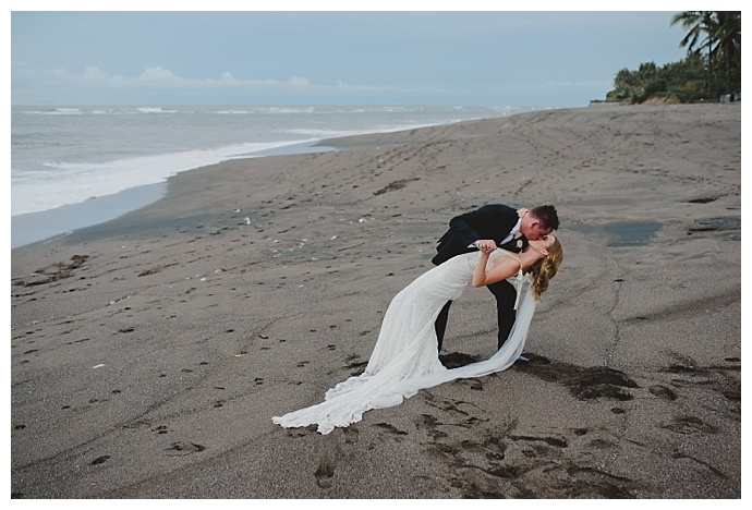 beach-wedding-portraits-bali-terralogical-photography