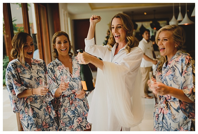 matching-bridesmaids-getting-ready-robes-terralogical-photography
