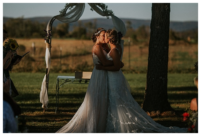bhunterco-photography-sunset-wedding-first-kiss