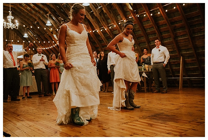 brides-wearing-cowboy-boots-bhunterco-photography