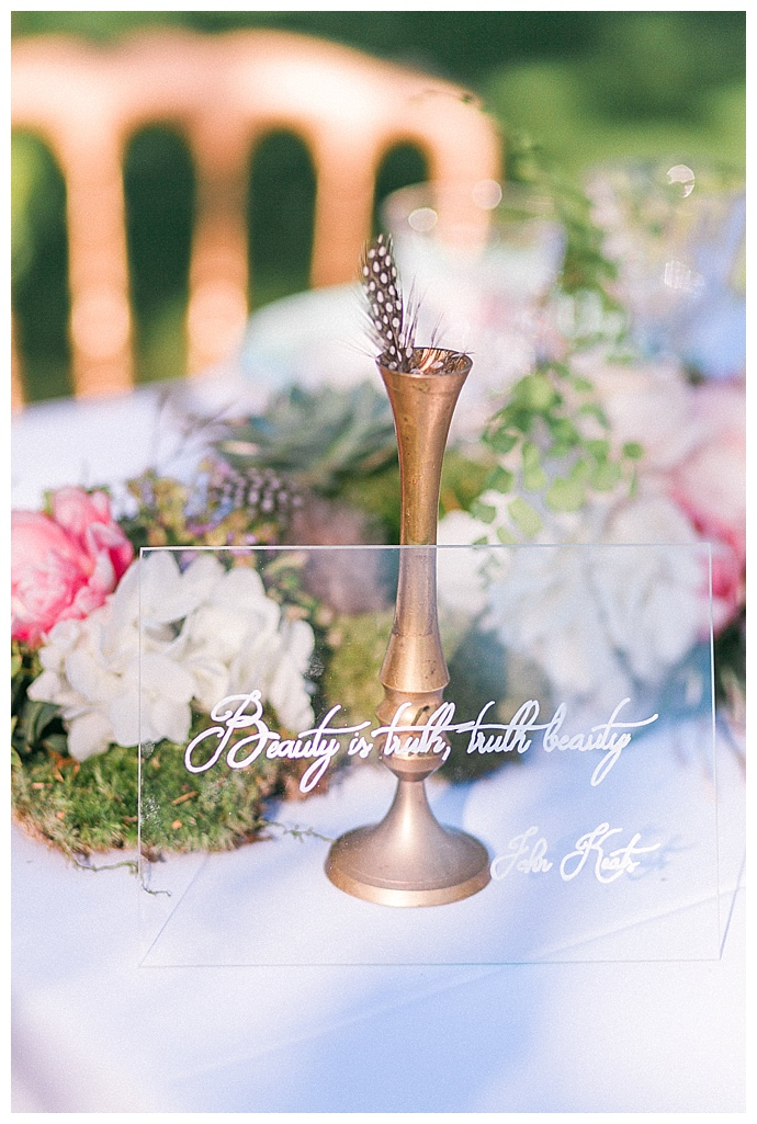 clear-glass-wedding-table-signs-sorya-pedoussaut-photography
