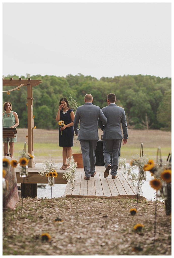 sunflower-ceremony-decor-stacy-paul-photography