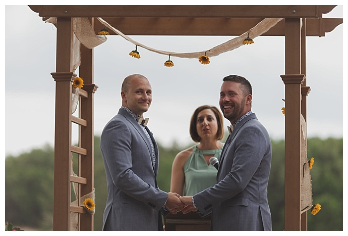 sunflower-decorated-ceremony-arch-stacy-paul-photography