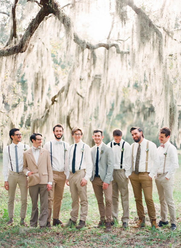 mix-and-match-groomsmen-style-with-suspenders