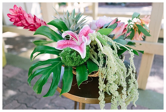 tropical-wedding-inspiration-floral-centerpiece-paige-vaughn-photography