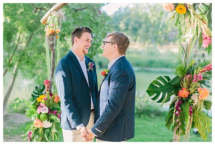 monstera-leaf-ceremony-arch-decor-paige-vaughn-photography