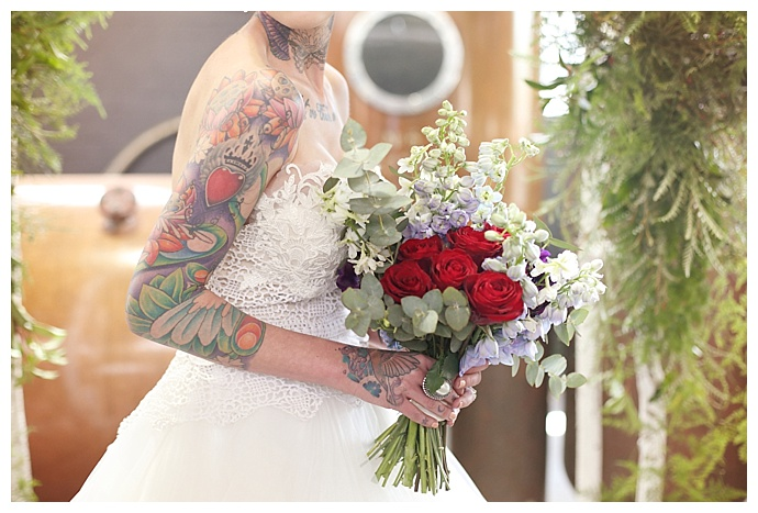 red-rose-wedding-bouquet-hello-love-photography-1