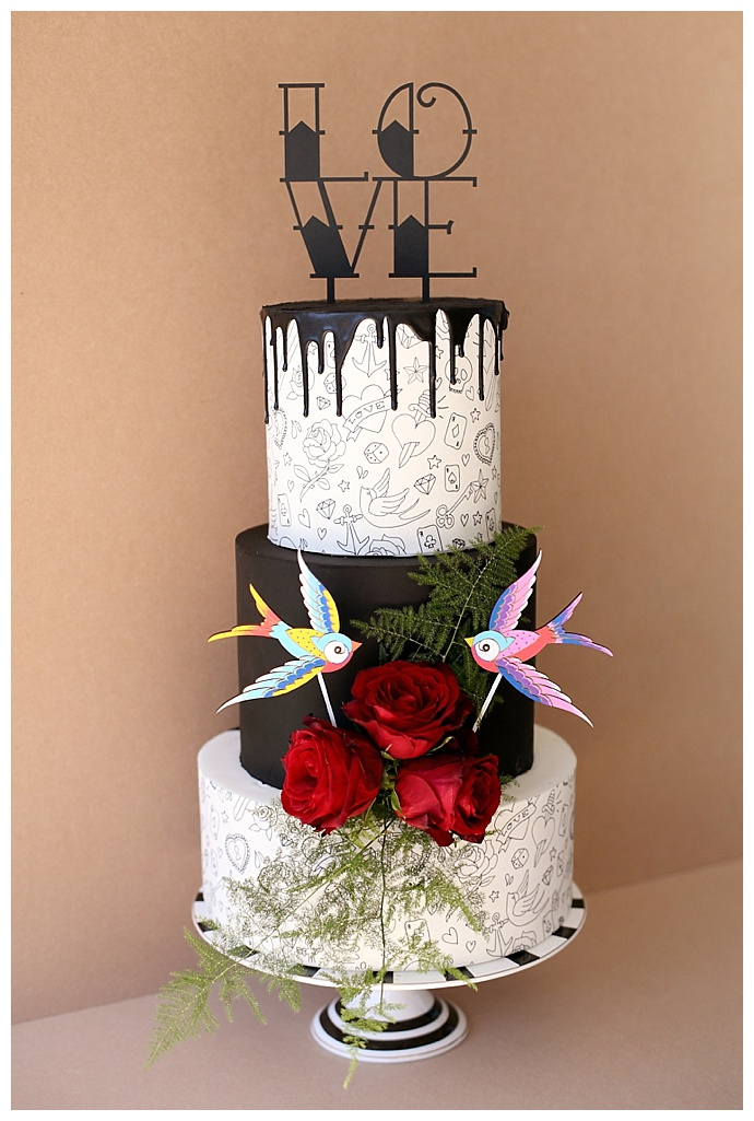tattoo-inspired-wedding-cake-hello-love-photography-1