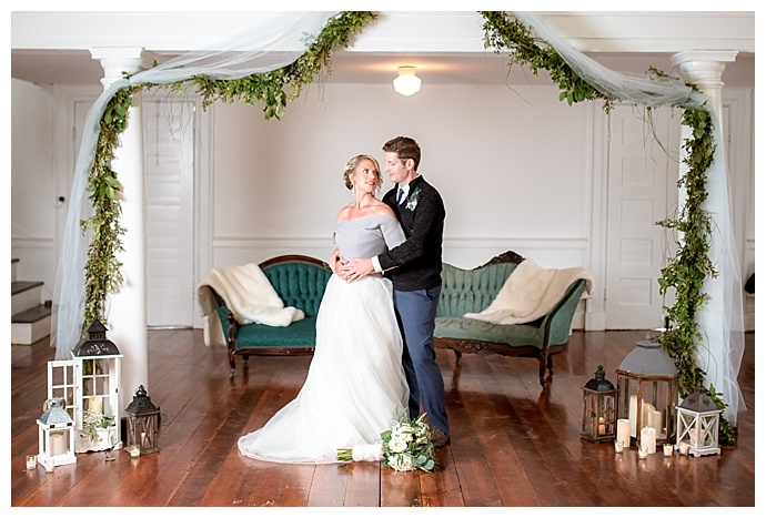 greenery-galrland-ceremony-backdrop-lindsey-lyons-photography