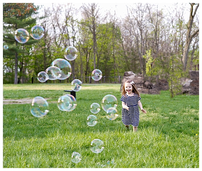 k-moss-photography-bubble-filled-family-session