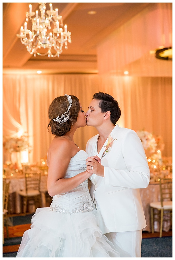 true-photography-two-brides-first-dance