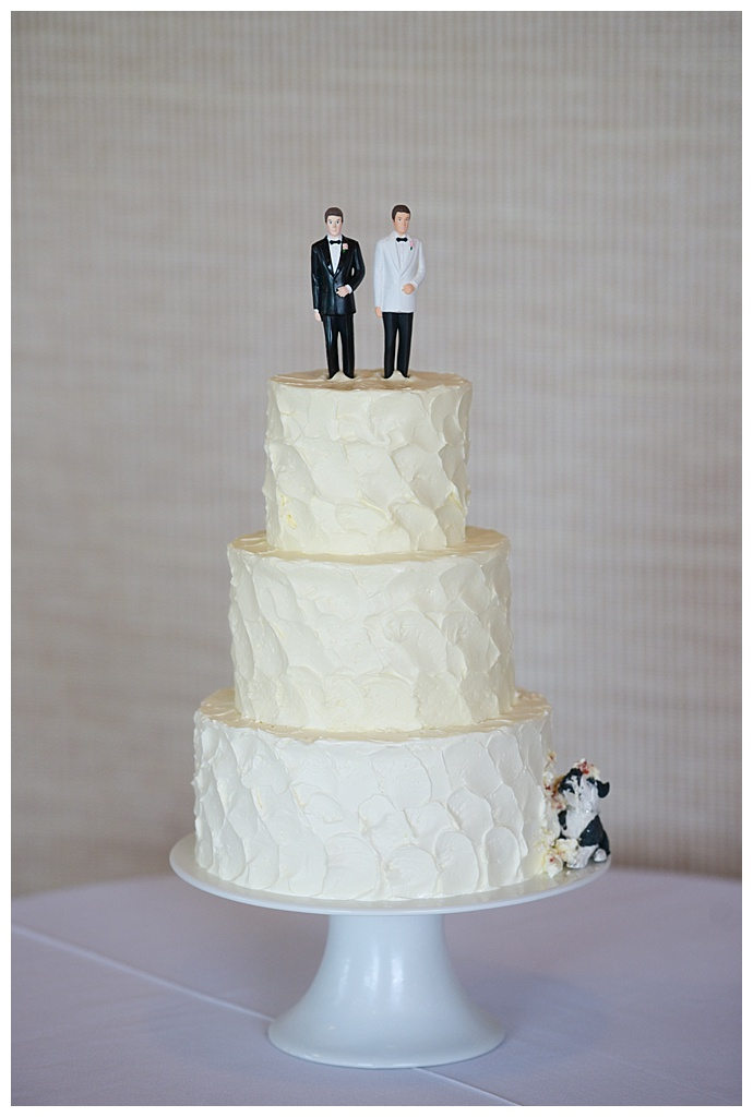 dani-fine-photography-wedding-cake-with-dog-cake-topper