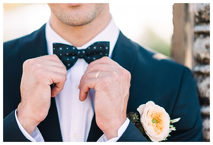 garden-rose-boutonniere-copper-wedding-ring-heike-moellers-photography