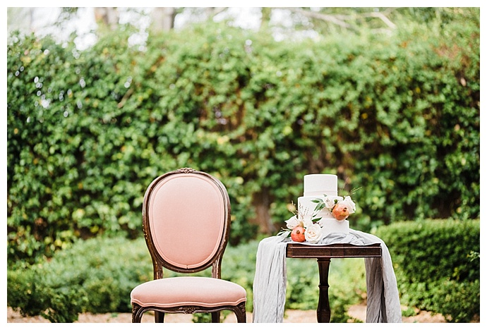 kristen-kay-photography-vintage-furniture-wedding-decor