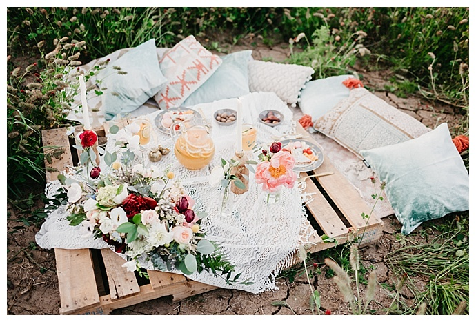 deyla-huss-photography-rustic-styled-picnic-engagement