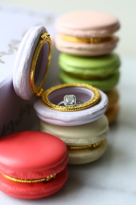 macaron-proposal-ring-box