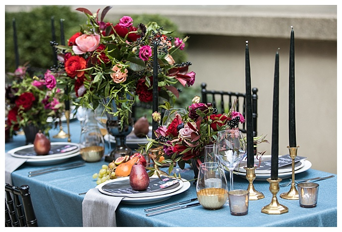 sara-wight-photography-gold-and-blue-wedding-tablescape