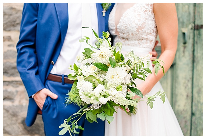 white-bridal-bouquet-bethanne-arthur-photography