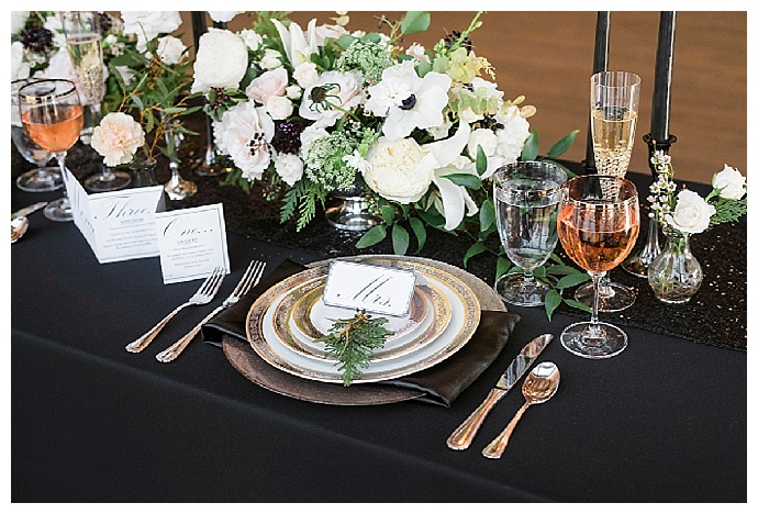 alicia-king-photography-gold-and-black-wedding-table-decor