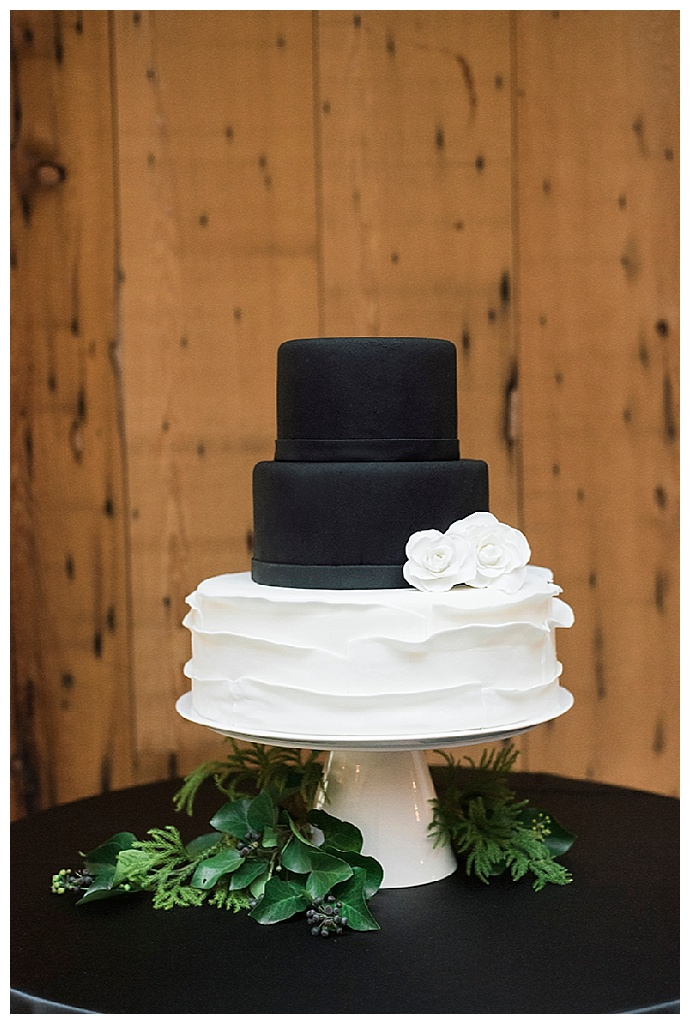 black-and-white-wedding-cake-alicia-king-photography