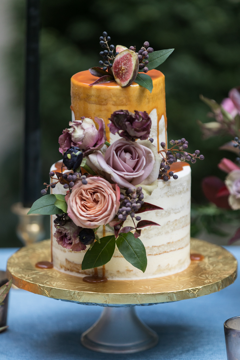 floral-adorned-drip-wedding-cake-sara-wight-photography