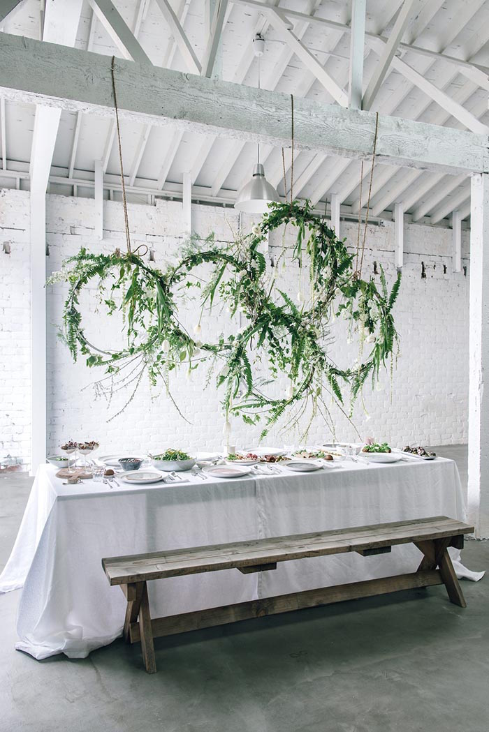 hanging-wreath-wedding-decor