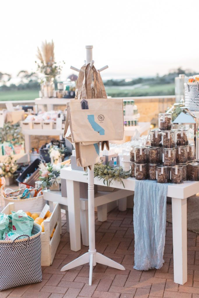 pick-and-choose-wedding-welcome-gift-lounge