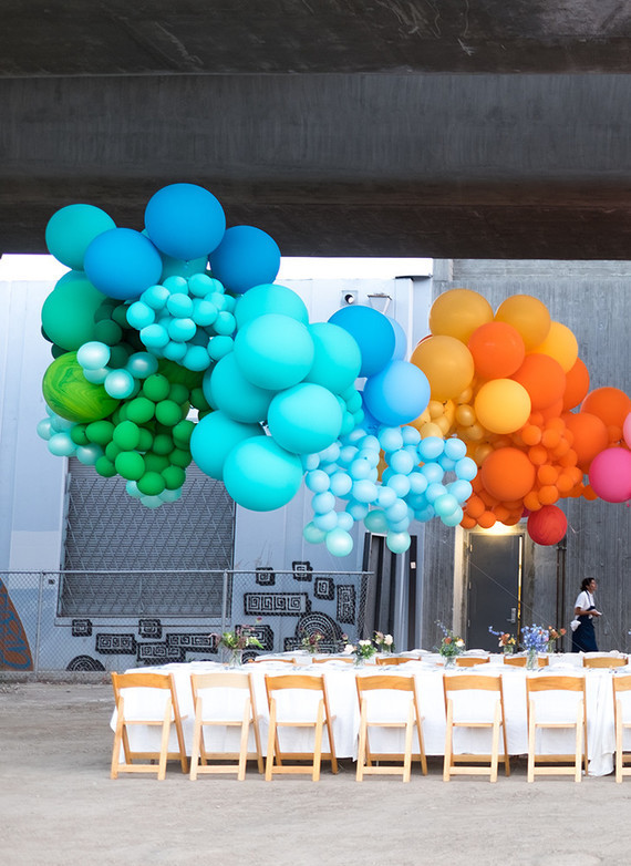 rainbow-colored-wedding-balloon-backdrop