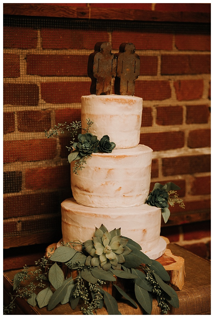 sem-naked-wedding-cake-t-and-k-photography