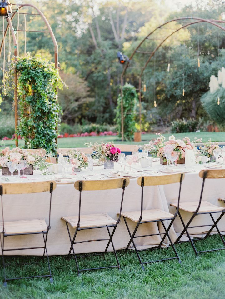 small-but-many-wedding-table-floral-arrangements